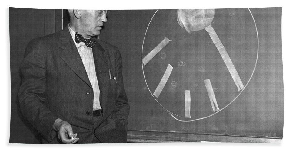 1920s Bath Sheet featuring the photograph Sir Alexander Fleming by Granger