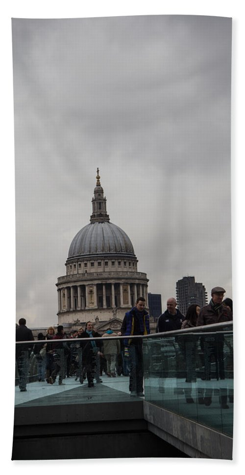 St Pauls Hand Towel featuring the photograph St. Paul's by Dawn OConnor