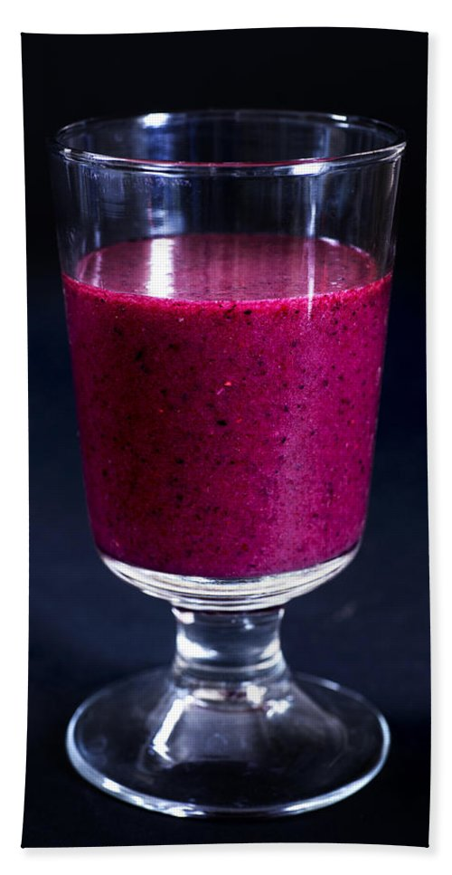Smoothie Bath Sheet featuring the photograph Strawberry Blueberry Smoothie by Donald Erickson