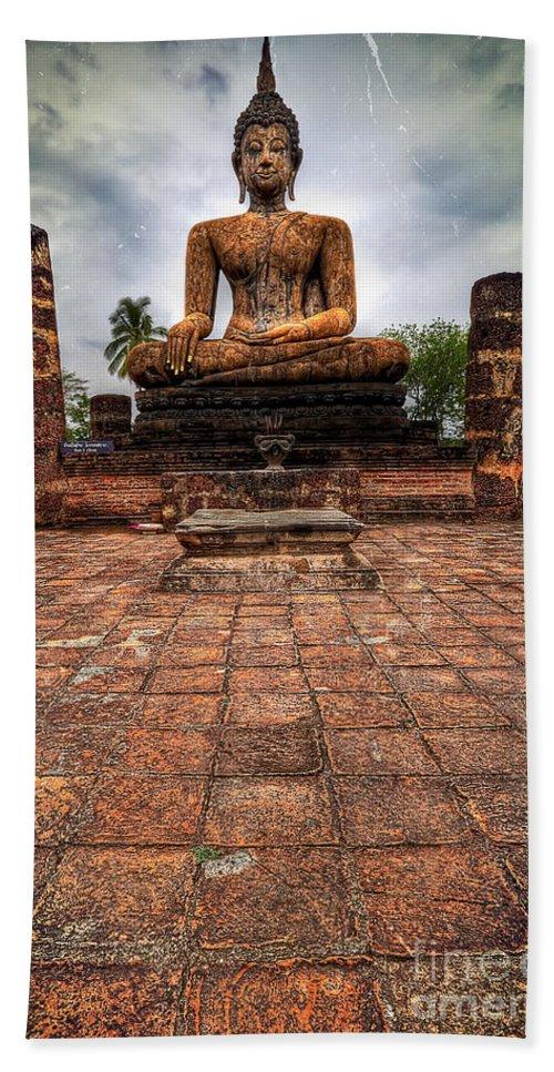 Hdr Bath Sheet featuring the photograph Sukhothai Buddha by Adrian Evans