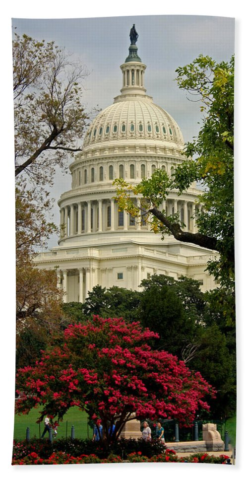 United States Capitol Bath Towel featuring the photograph United States Capitol by Suzanne Stout