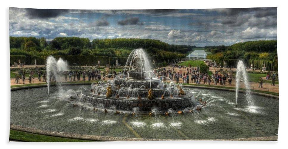 Versailles Fountain Bath Sheet featuring the photograph Versailles Fountain by Michael Kirk