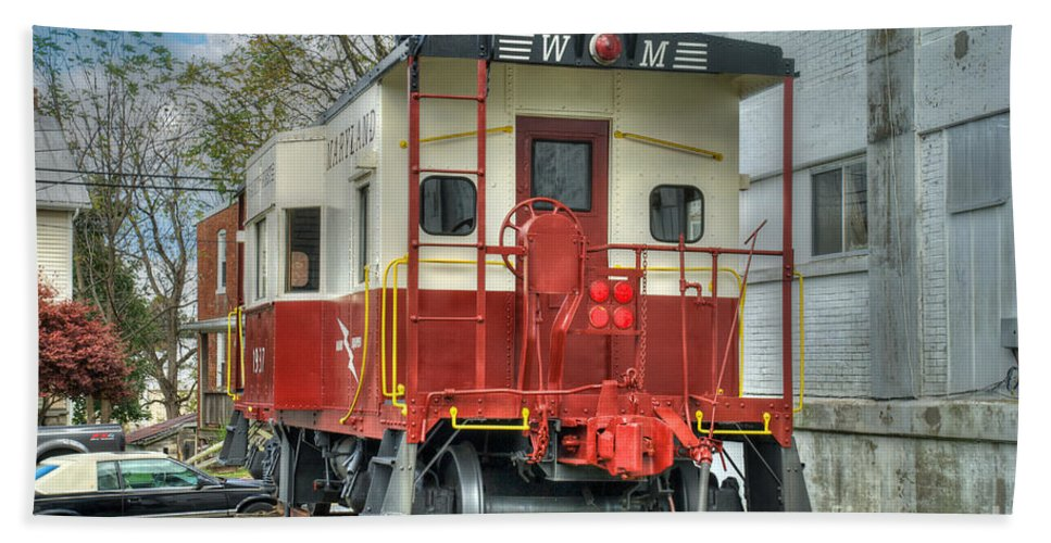 Hampstead Hand Towel featuring the photograph Western Maryland Caboose by Mark Dodd