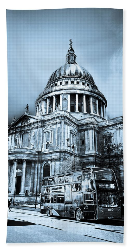St Pauls Bath Sheet featuring the digital art St Paul's Cathedral London Art by David Pyatt