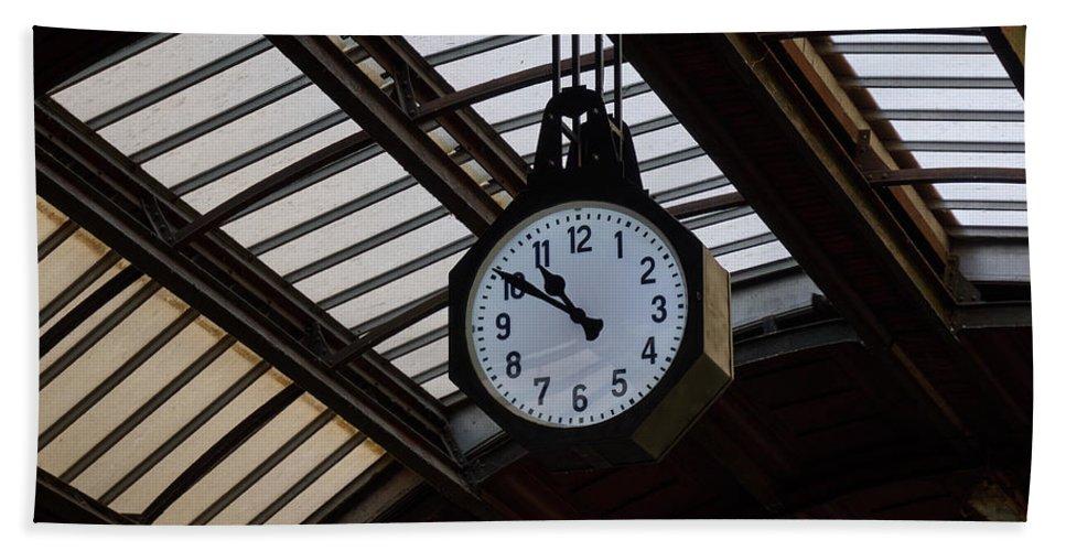 Italia Hand Towel featuring the photograph 10 To 11. Milan Railwaystation by Jouko Lehto