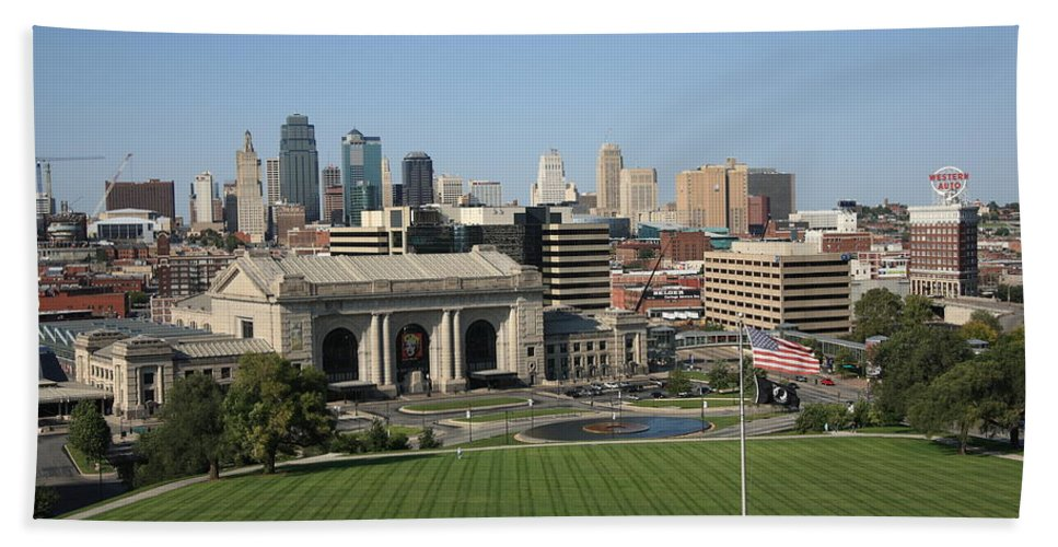 America Hand Towel featuring the photograph Kansas City Skyline by Frank Romeo