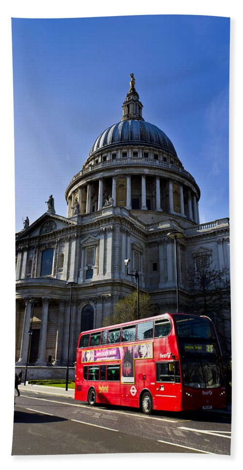 St Paul's Hand Towel featuring the photograph St Paul's Cathedral London by David Pyatt