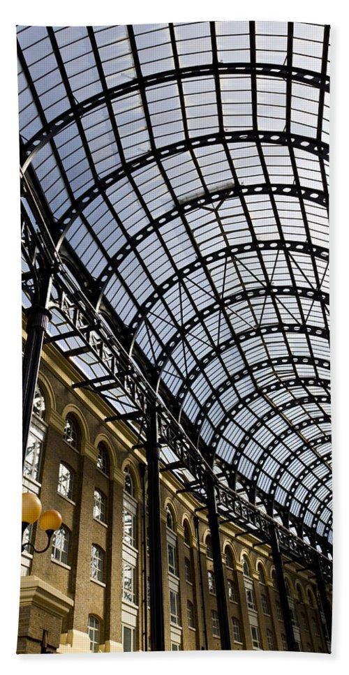 Hays Galleria Bath Sheet featuring the photograph Hay's Galleria London by David Pyatt