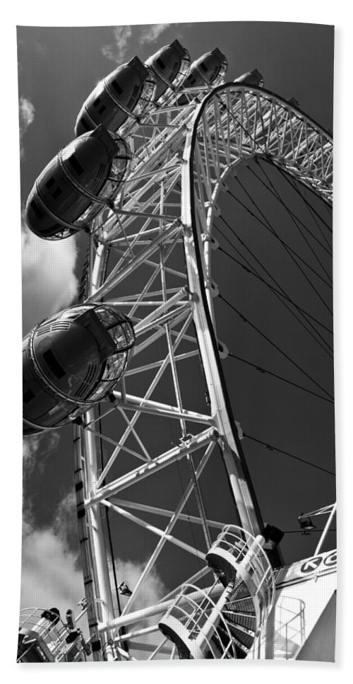 London Eye Bath Sheet featuring the photograph The London Eye by David Pyatt