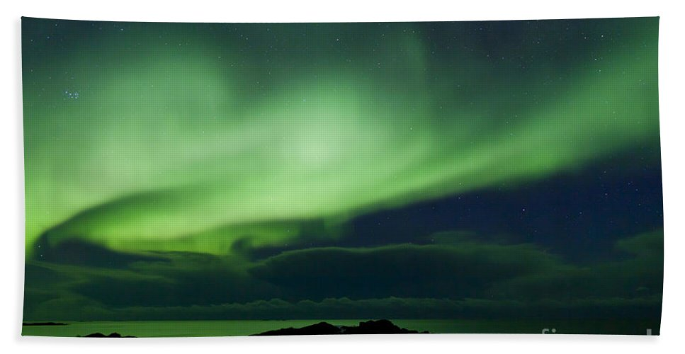 Northern Lights Hand Towel featuring the photograph 130901p175 by Arterra Picture Library