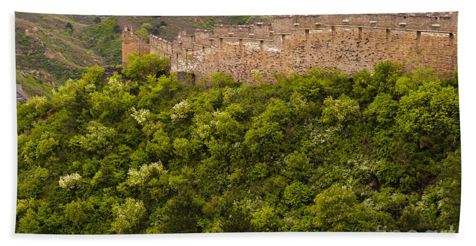 Great Wall Hand Towel featuring the photograph Great Wall Of China by John Shaw