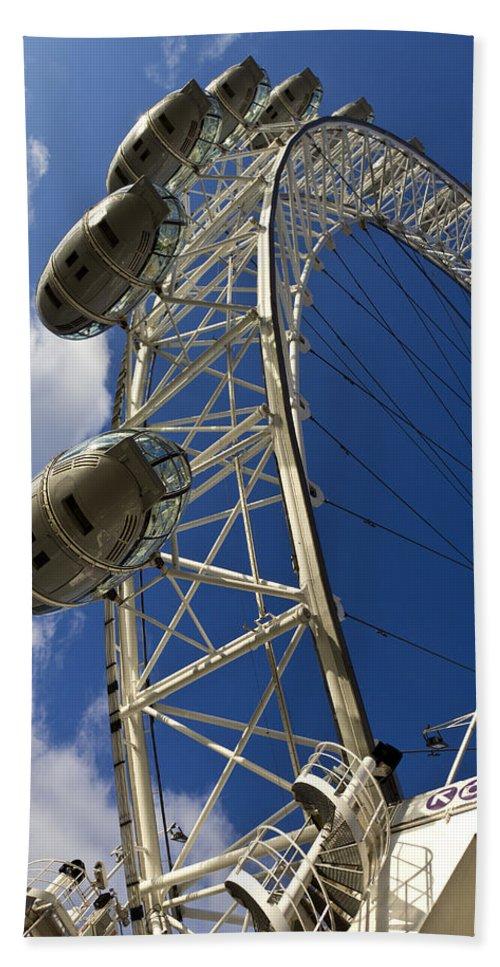 London Eye Hand Towel featuring the photograph The London Eye by David Pyatt