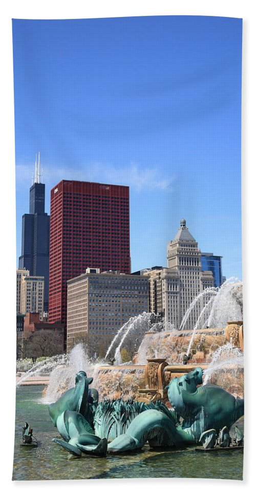 America Hand Towel featuring the photograph Chicago Skyline And Buckingham Fountain by Frank Romeo