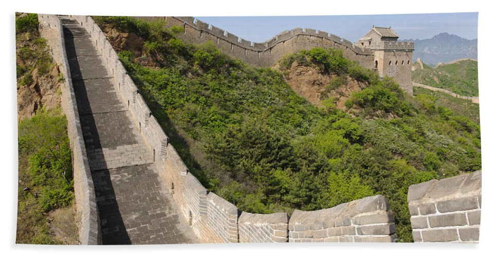 Great Wall Bath Sheet featuring the photograph Great Wall Of China by John Shaw