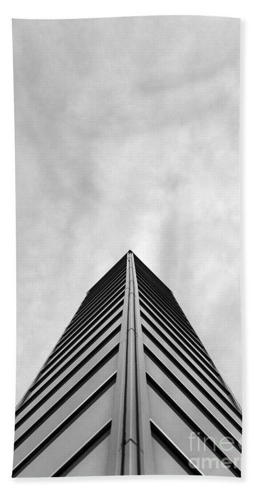 Art Bath Sheet featuring the photograph Look To The Sky by Gunnar Orn Arnason