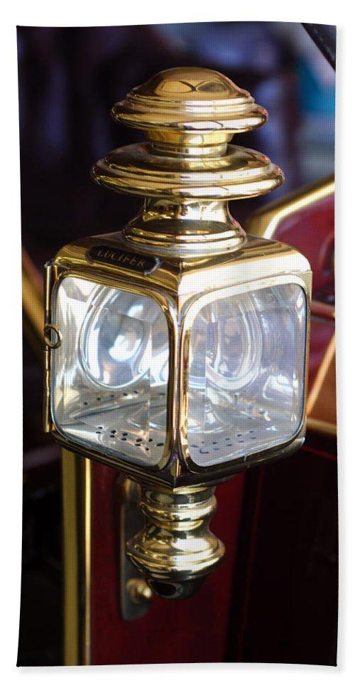 1907 Panhard Et Levassor Lamp Bath Towel featuring the photograph 1907 Panhard Et Levassor Lamp by Jill Reger