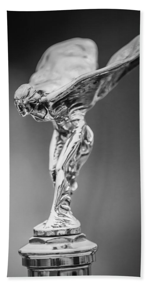 Transportation Hand Towel featuring the photograph 1928 Rolls-royce Phantom 1 Hood Ornament Black And White by Jill Reger
