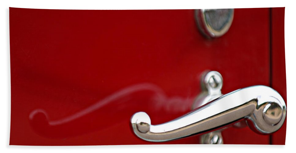 1928 Rolls-royce Phantom I Sedenca De Ville Door Handle Hand Towel featuring the photograph 1928 Rolls-royce Phantom I Sedenca De Ville Door Handle by Jill Reger