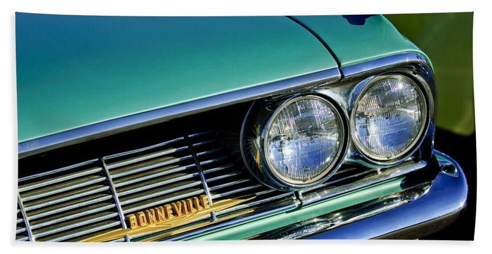 1961 Pontiac Bonneville Bath Sheet featuring the photograph 1961 Pontiac Bonneville Grille Emblem by Jill Reger