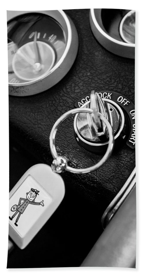 1963 Chevrolet Corvette Split Window - Mr Zip Key Ring Bath Sheet featuring the photograph 1963 Chevrolet Corvette Split Window - Mr Zip Key Ring -173bw by Jill Reger