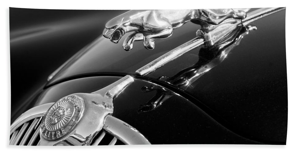 1964 Jaguar Mk2 Saloon Hood Ornament And Emblem Hand Towel featuring the photograph 1964 Jaguar Mk2 Saloon Hood Ornament And Emblem by Jill Reger