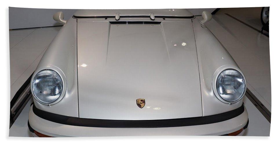 3d Hand Towel featuring the photograph 1987 Porsche 911 Carrera 3.2 Speedster Studie by Paul Fearn