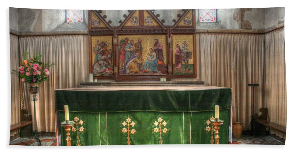 Holy Innocents Adisham Bath Sheet featuring the photograph Holy Innocents Adisham by Dave Godden