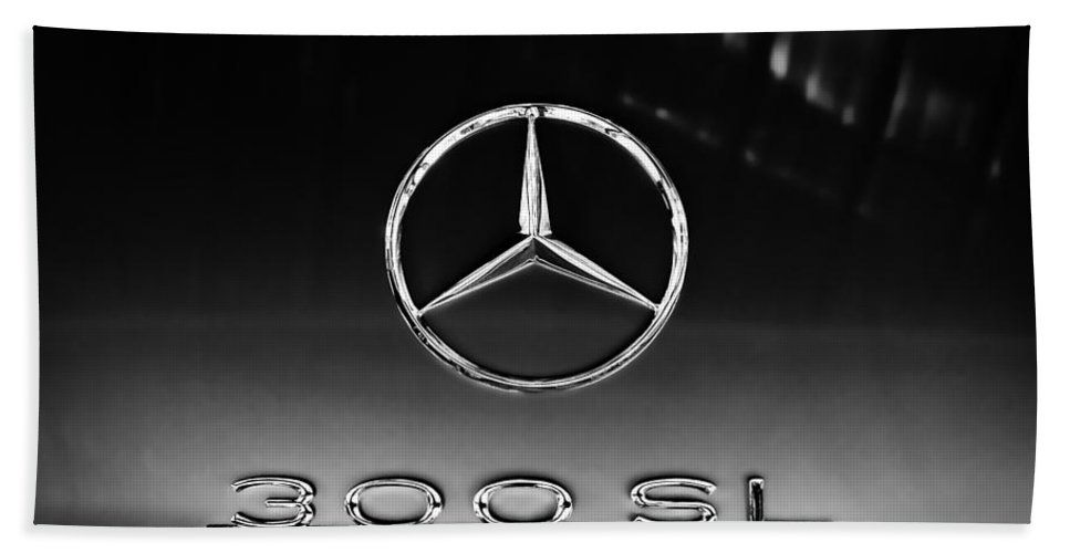 1955 Mercedes-benz Gullwing 300 Sl Emblem Hand Towel featuring the photograph 1955 Mercedes-benz Gullwing 300 Sl Emblem by Jill Reger