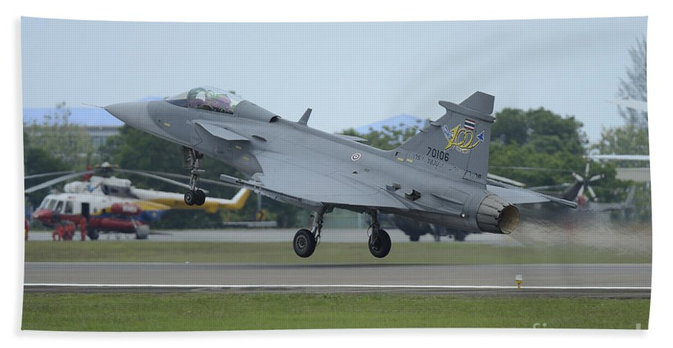 Horizontal Hand Towel featuring the photograph A Saab Jas 39 Gripen C Of The Royal by Remo Guidi