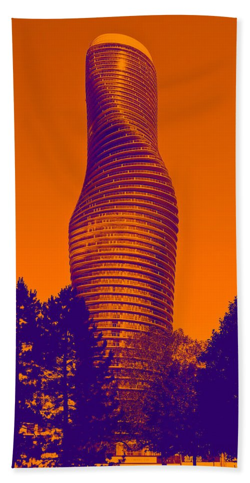 Art Hand Towel featuring the photograph Absolute Tower by Les Lorek