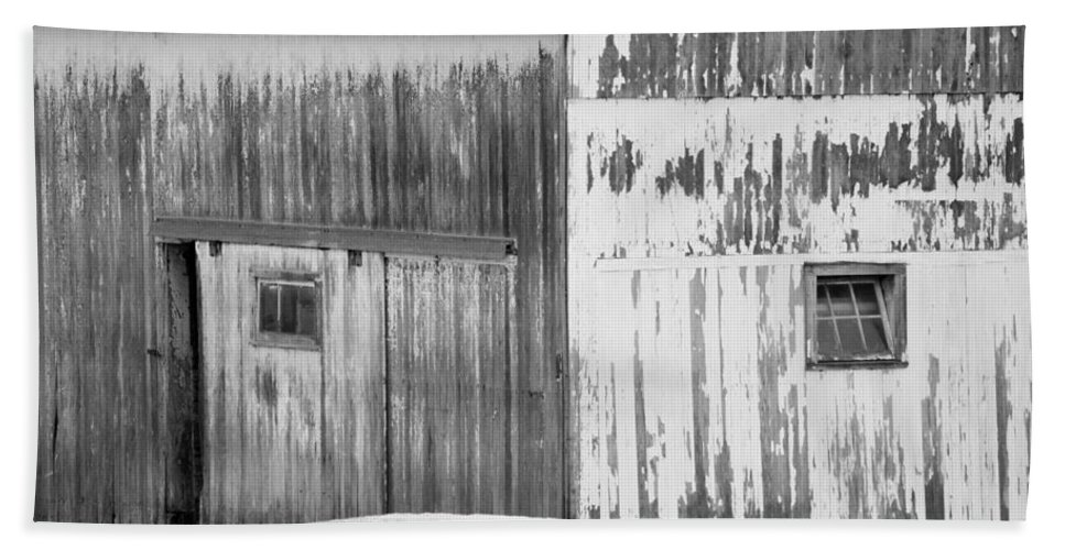 Barn Hand Towel featuring the photograph Barn by Tracy Winter