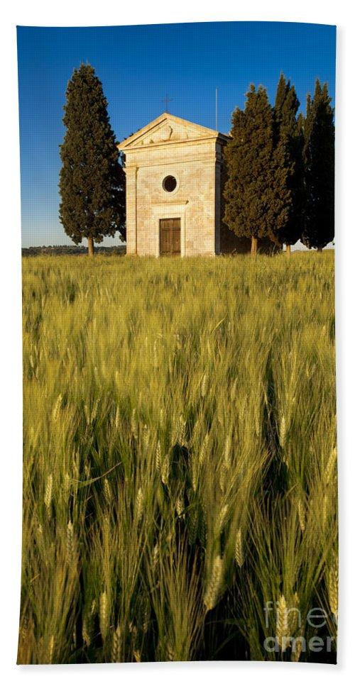 Cappella Di Vitaleta Bath Sheet featuring the photograph Cappella Di Vitaleta by Brian Jannsen