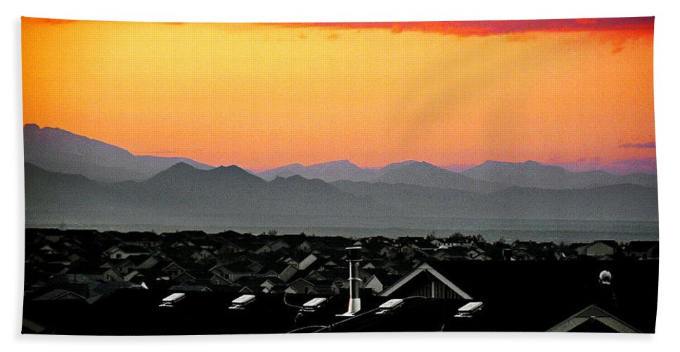 Color Hand Towel featuring the photograph Colorado Sunset by Wallace Rollins