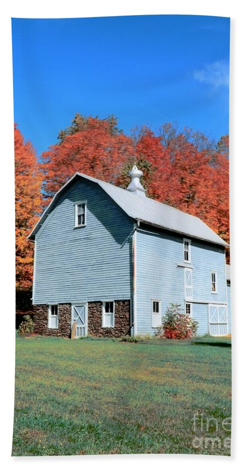 Barn Hand Towel featuring the photograph Country Scene by Kathleen Struckle