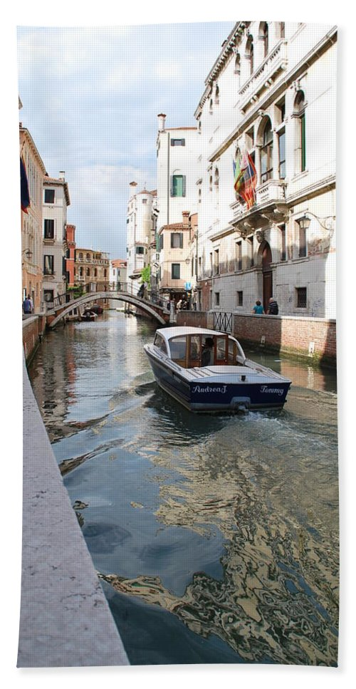 Canal Hand Towel featuring the photograph Cruisin' The Canals by Richard Booth
