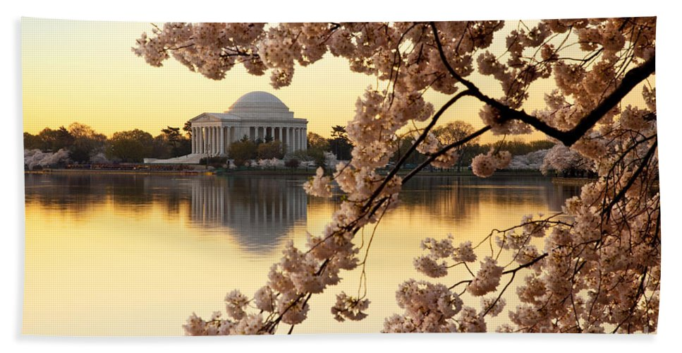 Dawn Hand Towel featuring the photograph Dawn Over The Jefferson Memorial by Brian Jannsen