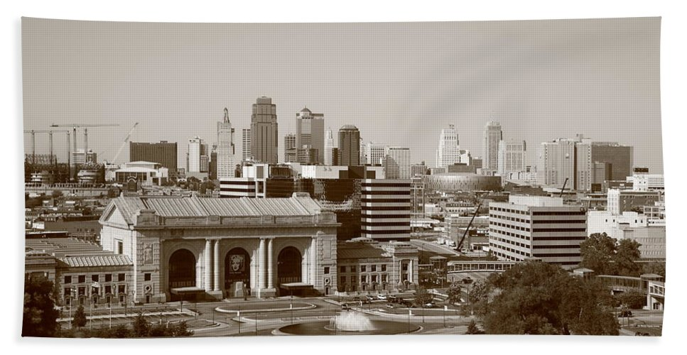 America Hand Towel featuring the photograph Kansas City by Frank Romeo