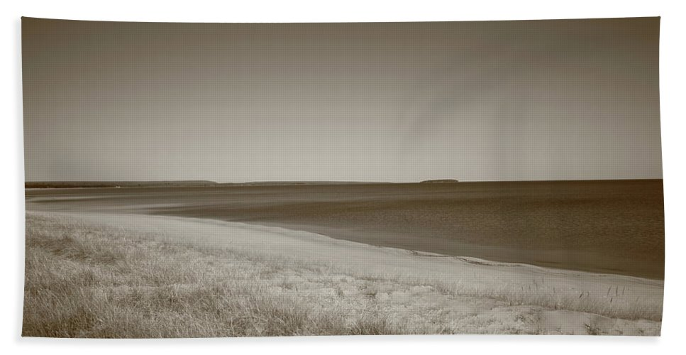 America Hand Towel featuring the photograph Lake Superior by Frank Romeo