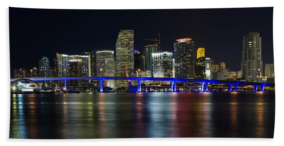 Architecture Bath Towel featuring the photograph Miami Downtown Skyline by Raul Rodriguez