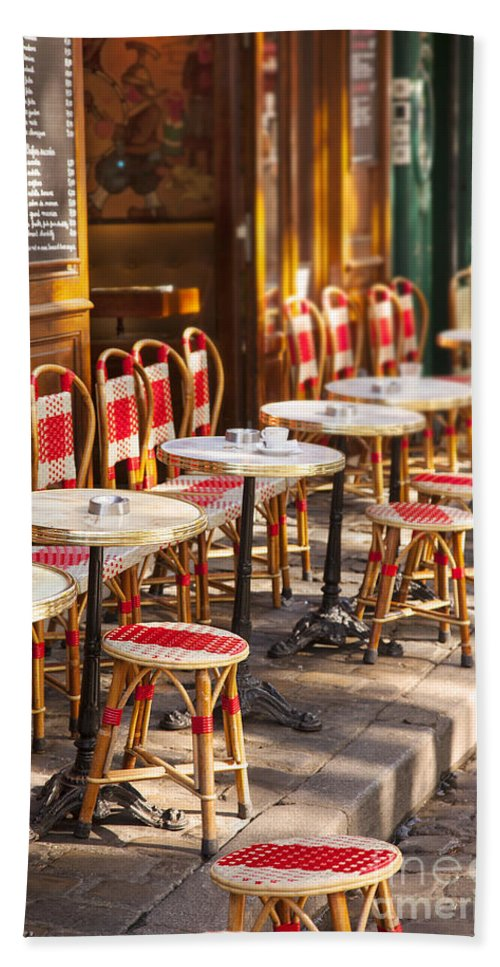 Cafe Hand Towel featuring the photograph Montmartre Cafe by Brian Jannsen