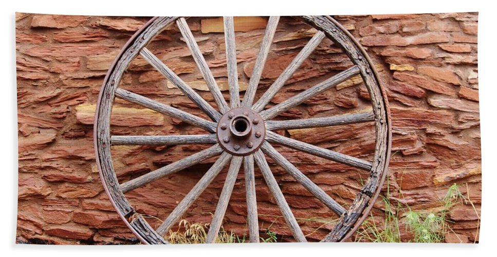 West Hand Towel featuring the photograph Old Wagon Wheel 2 by Cynthia Guinn