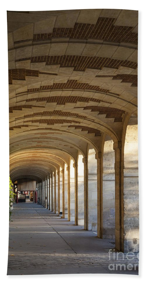 Arched Hand Towel featuring the photograph Place Des Vosges by Brian Jannsen