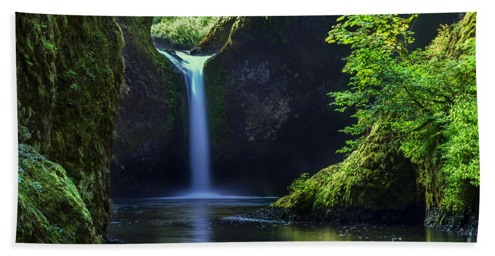 Canyon Hand Towel featuring the photograph Punchbowl Falls by Brian Jannsen