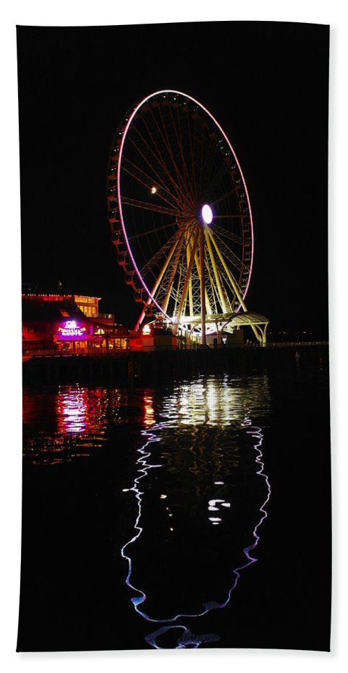 Water Hand Towel featuring the photograph Seattle Ferris Wheel by Jeff Swan