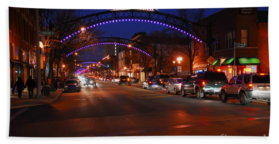 Short North Hand Towel featuring the photograph D8l-353 Short North Gallery Hop Photo by Ohio Stock Photography