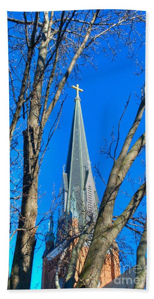 Annapolis Bath Sheet featuring the photograph St. Marys Church Steeple Of St Marys Church by Mark Dodd