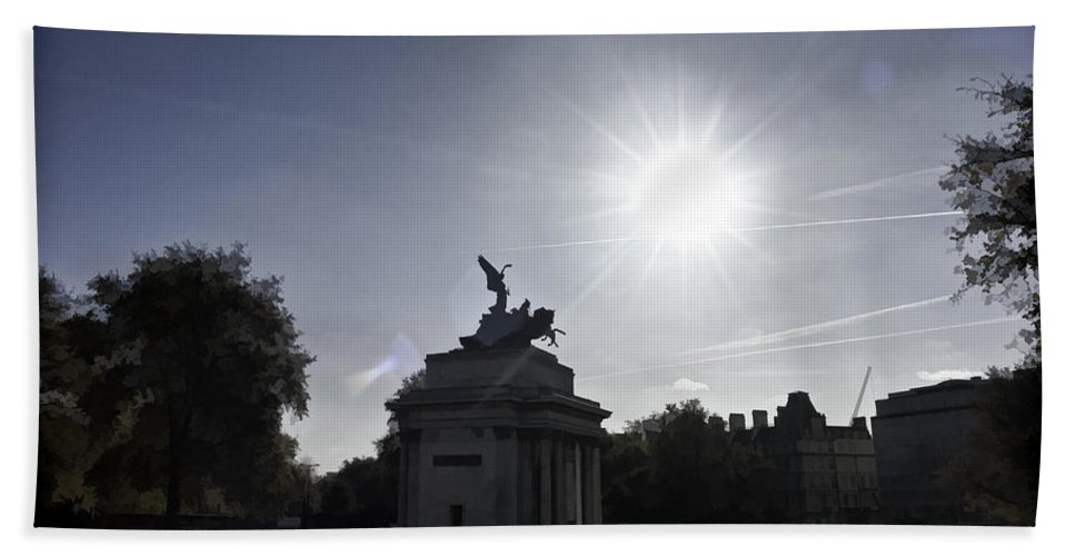 Angel Of Peace Bath Sheet featuring the photograph Statue Of Angel Of Peace Atop The Wellington Arch by Ashish Agarwal