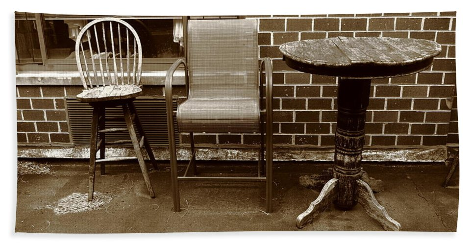 Aged Hand Towel featuring the photograph Table And Chairs by Frank Romeo