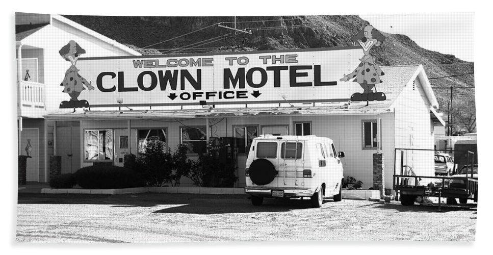 America Bath Sheet featuring the photograph Tonopah Nevada - Clown Motel by Frank Romeo