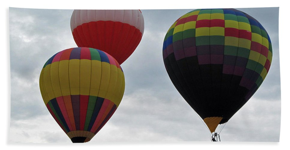 Hot Air Balloons Bath Sheet featuring the photograph Trio Of Balloons by Jamie Smith